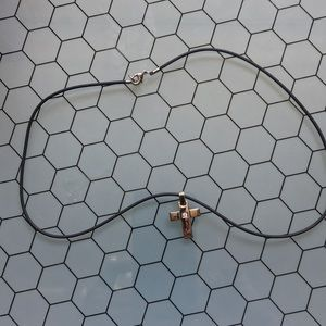 Rubber chain with cross